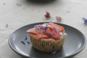 Strawberry mouse mini torte
